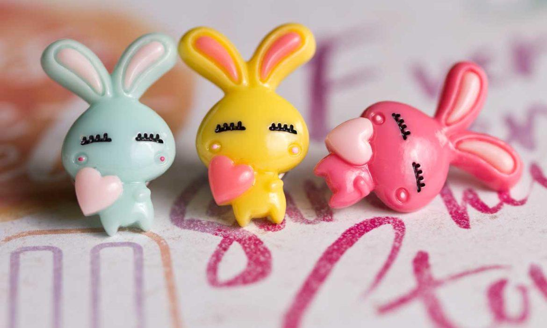 Chica Manga Pin loving bunny letters