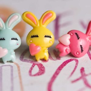 Chica-Manga-Pin-loving-bunny-letters
