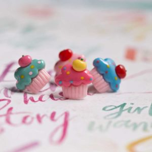 Chica Manga pin cupcake colours letters