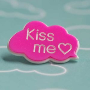 Chica Manga chat bubble kiss me pink gift